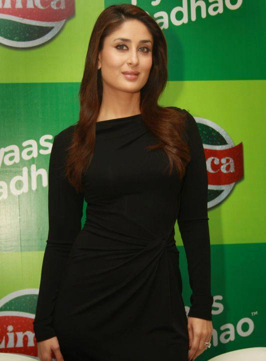 Kareena Look Hot A Black Dress At Limca Meet & Greet Event In Delhi