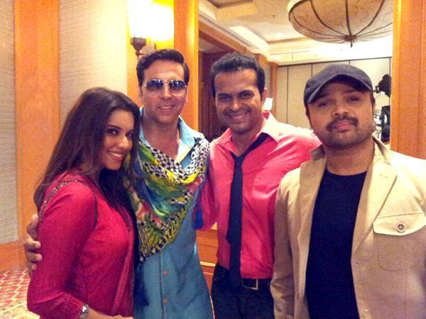 Akshay,Asin And Himesh Smiling Look Still On Khiladi 786 Promotion