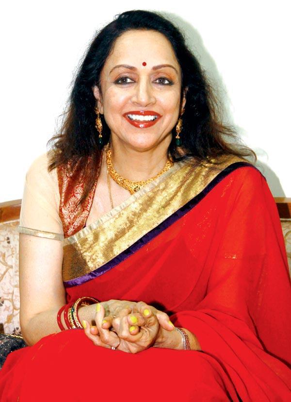 Hema Is In A Happy Mood At Felicitation Of Lyricist Ravindra Jain