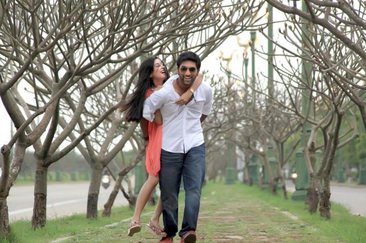 Vikram And Nikitha Cool Enjoying Scene From Race Movie