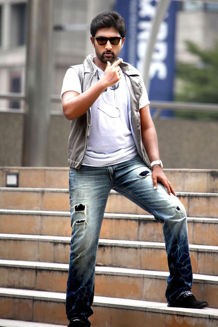 Vikram Smart Look Still From Race Movie