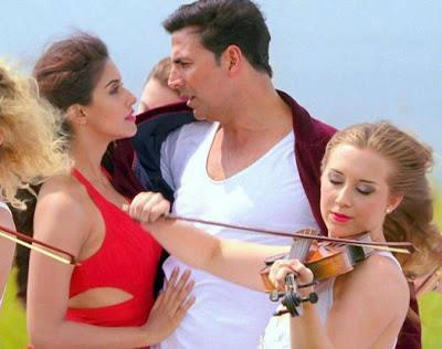 Akshay And Asin Nice Expression Photo From Khiladi 786 Movie Song