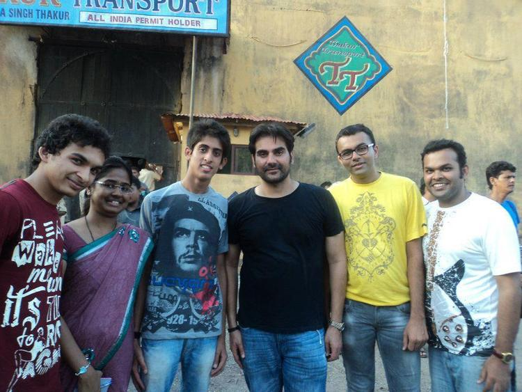 Arbaz Posed With Fans On The Sets Of Dabangg 2