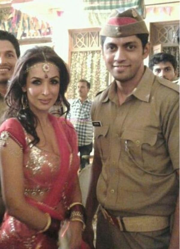 Malaika With A Constable Actor Posed For Camera On The Sets Of Dabangg 2