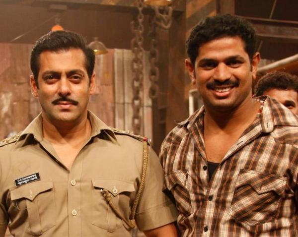Salman Dabangg Style Photo With A Fan On The Sets Of Dabangg 2