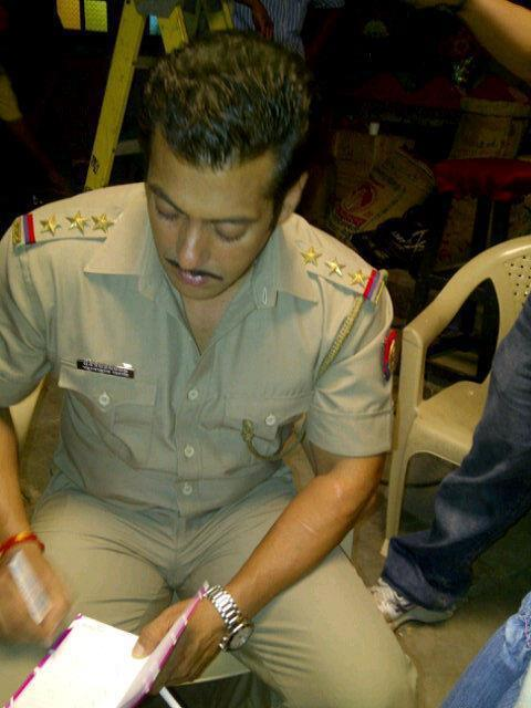 Salman Khan Photo Clicked On Reading Script During The Shooting Of Dabangg 2