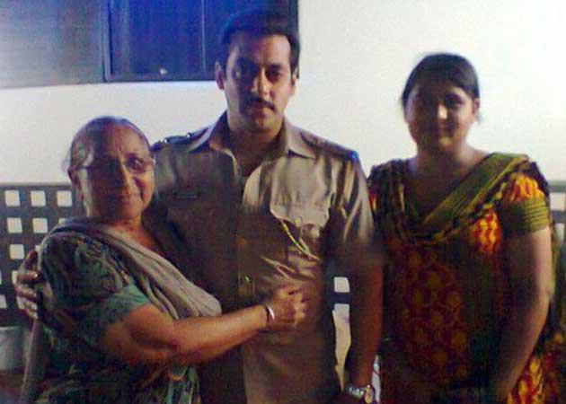 Salman Khan Photo Clicked With Two Fans
