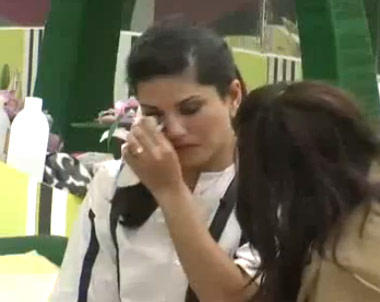 Sunny Leone Crying Look Still In Bigg Boss House