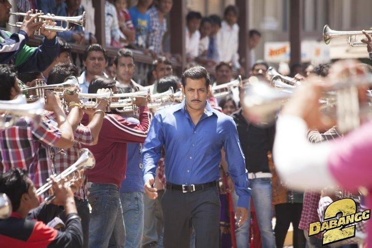 Salman Khan Rocking Style Look From Upcoming Movie Dabangg 2
