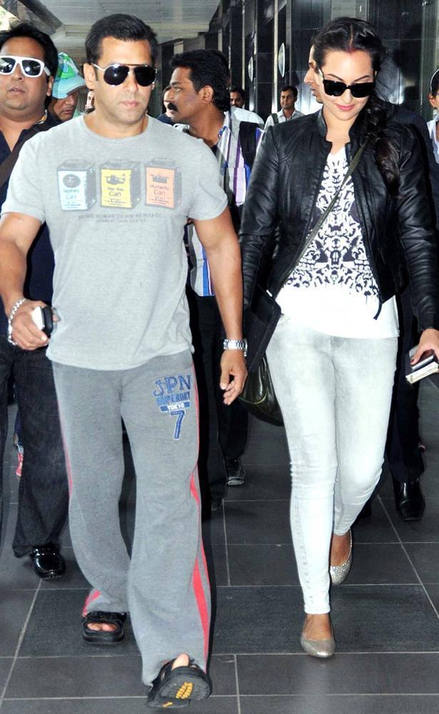Salman And Sonakshi At The Mumbai Airport