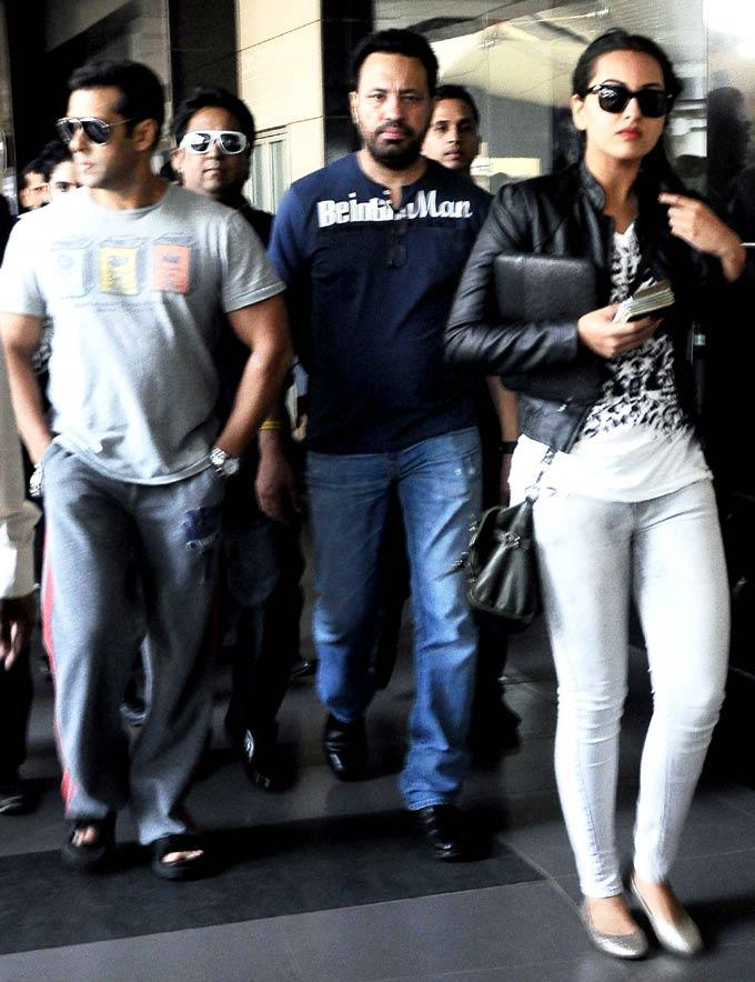 Salman With Bodyguard Shera And Sonakshi Sinha Spotted At The Mumbai Airport