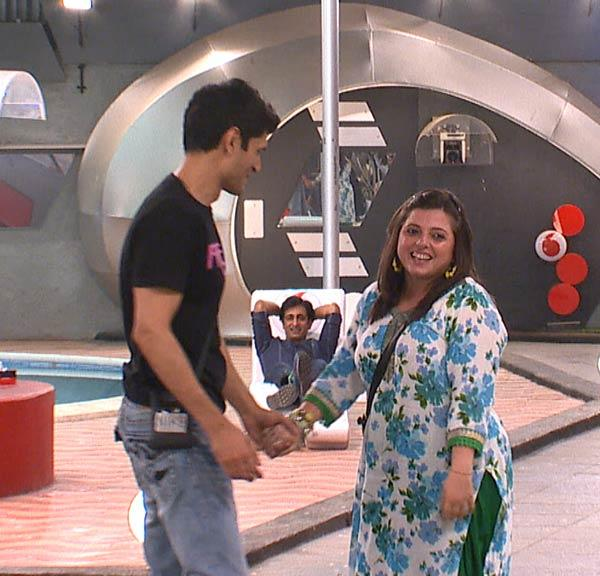 Delnaaz,Rajev And Niketan Cute Smiling Still On Day 46 In Bigg Boss 6