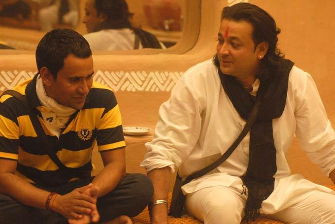 Santosh And Dinesh Conversation Photo On Day 46 In Bigg Boss 6