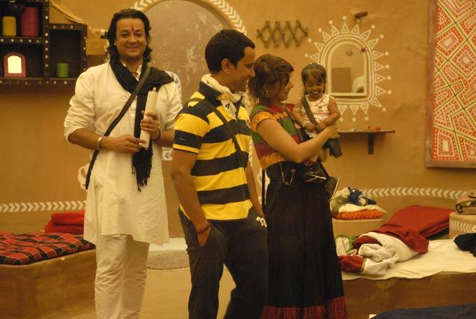 Santosh,Aashka,Dinesh And Jyoti On Rural House Of Bigg Boss 6 In Day 46