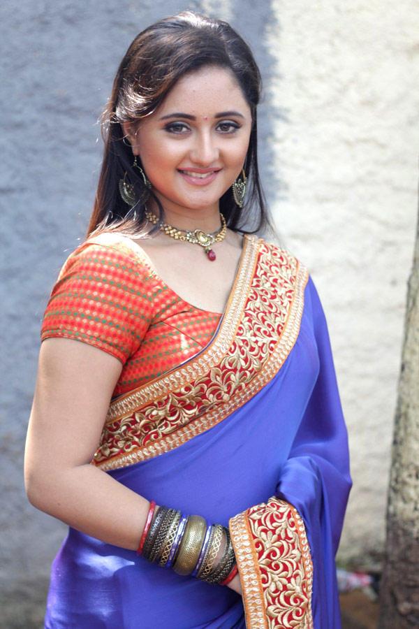 Rashami Desai Sizzling And Attractive Photo Still In Saree