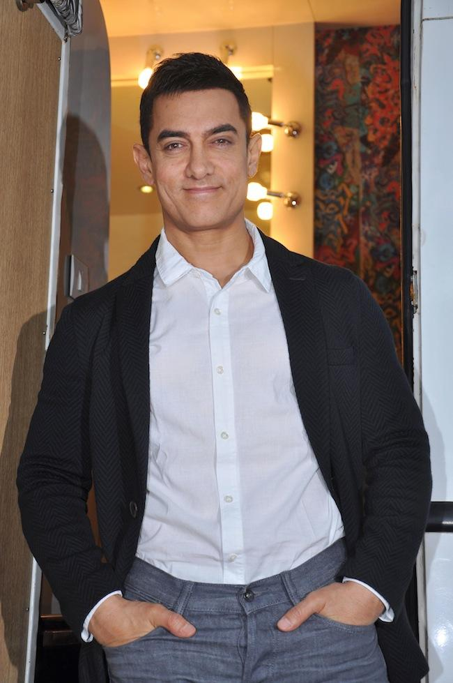 Aamir Spotted On The Sets Of Yeh Rishta Kya Kehlata Hai To Promote Talash