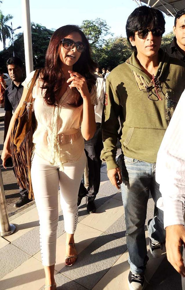 Shahrukh And Deepika Leave For Goa For IFFI 2012