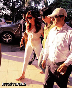 Deepika And Shaharukh Arrived At Airport To Leave For IFFI 2012