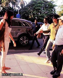 Deepika Waiting For Shaharukh On Mumbai Airport Photo Clicked