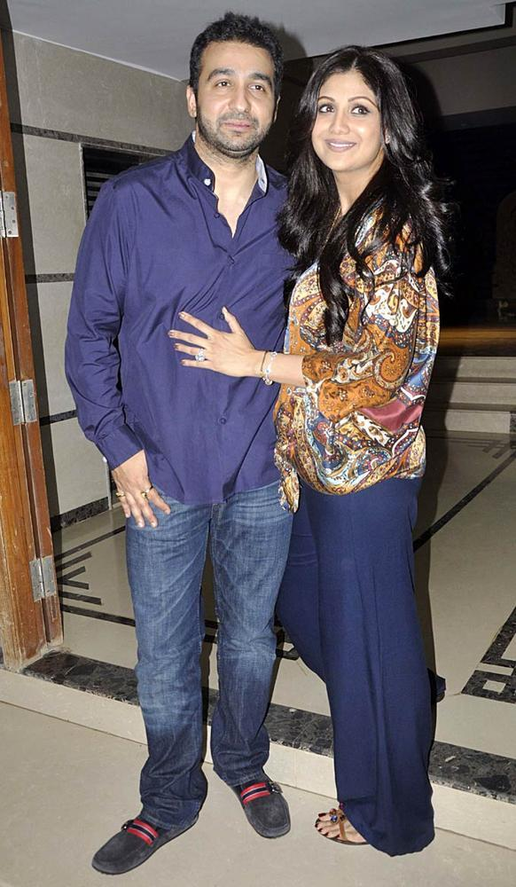 Shilpa With Hubby Raj Clicked At Shilpa Shetty's Bash For Shane Warne And Liz Hurley