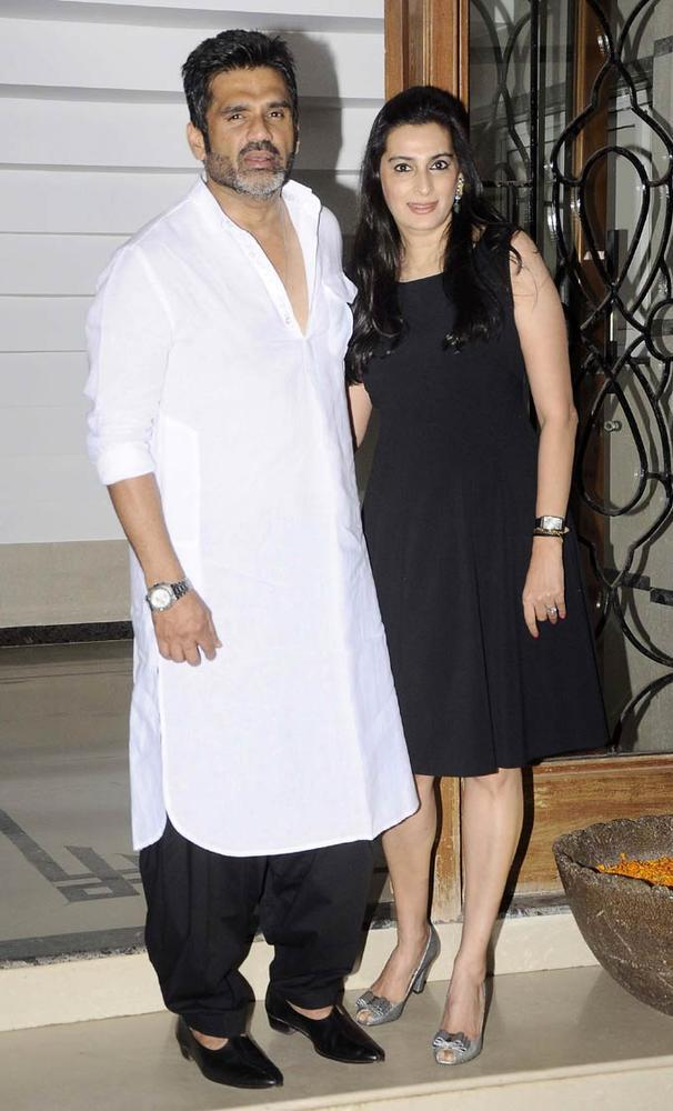 Sunil With Wife Mana Pose For Camera At Shilpa Shetty's Bash For Shane Warne And Liz Hurley