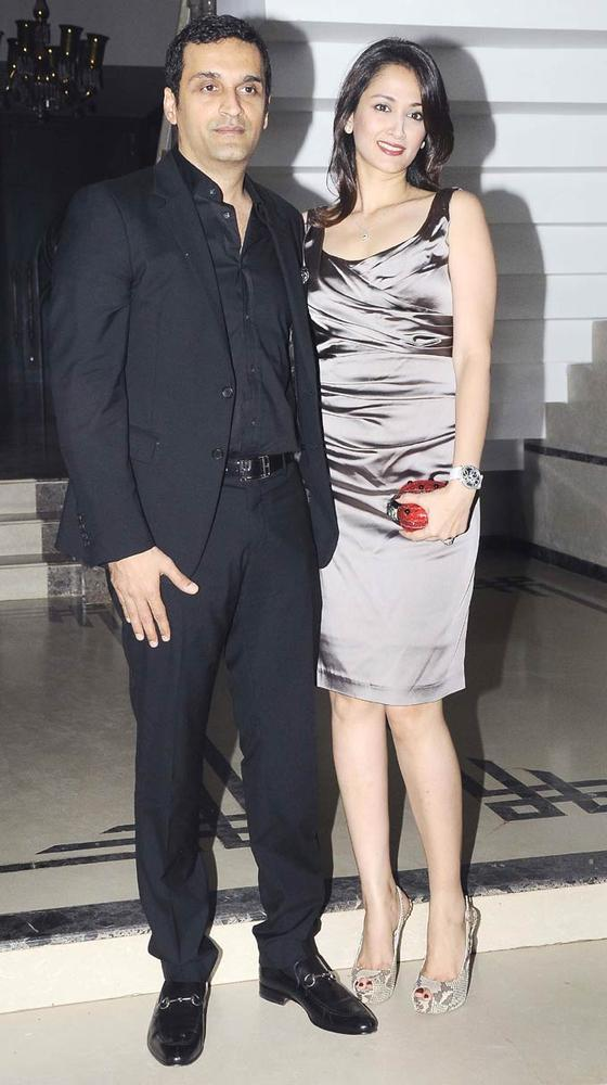Swades Actress Gayatri With Hubby Vikas Snapped At Shilpa Shetty's Bash For Shane Warne And Liz Hurley