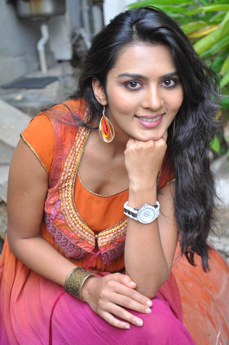 Sindhu Lokanath Completed Her Look With Flowing Hair Still At Coffee With My Wife Movie Launch