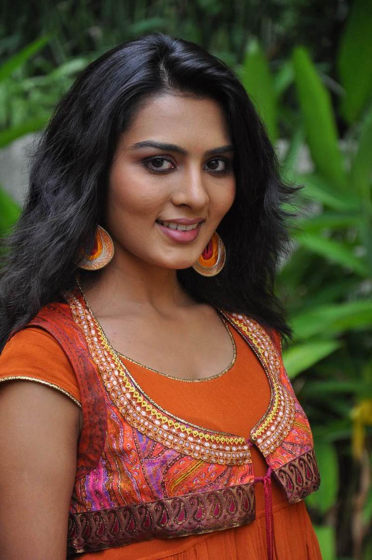 Sindhu Lokanath Looked Radiant And Beautiful At Coffee With My Wife Movie Muhurat
