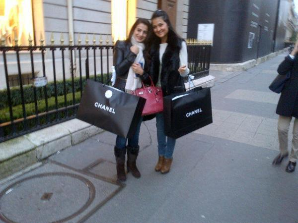Ameesha Patel With Her Cousin Posed For Camera In Vacation In Paris