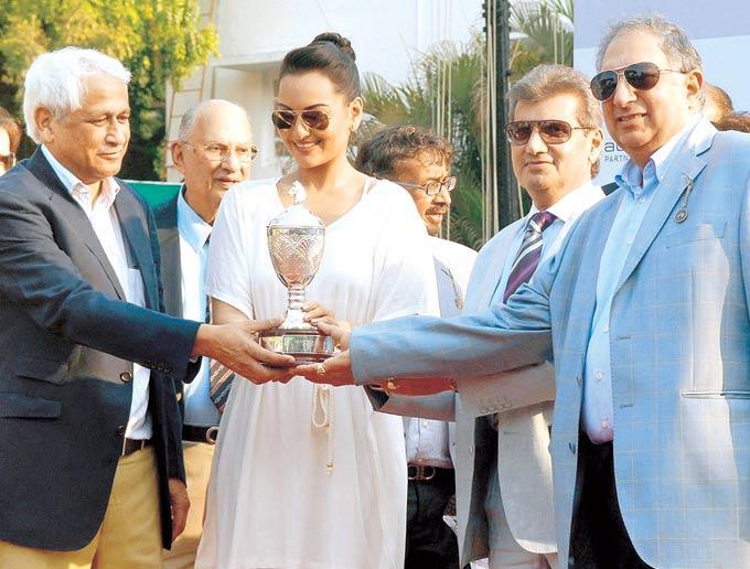 Sonakshi,Sir HM Mehta,Vijay At At Gitanjali Race In RWITC