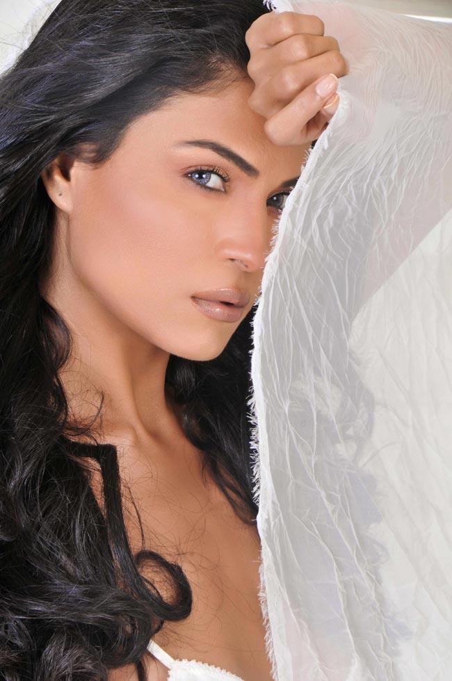 Hot Veena Malik Sizzling Still