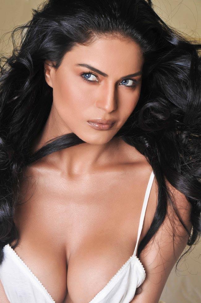Veena Malik Sexy And Bold Photo