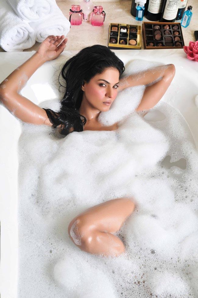 Veena Malik Wet In Bath Tub Hottest Still