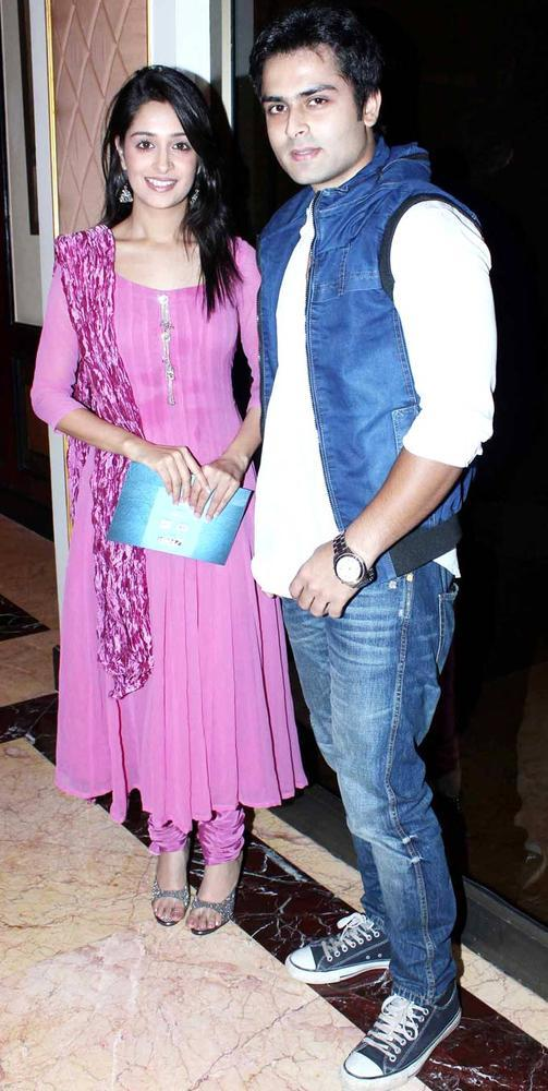 Bollywood Celebs Posed For Camera At IBN7 Super Idols Award Ceremony