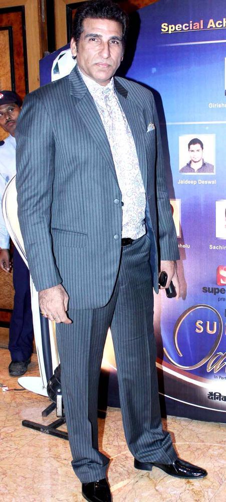 Mukesh Rishi Stylish Look At IBN7 Super Idols Award Ceremony