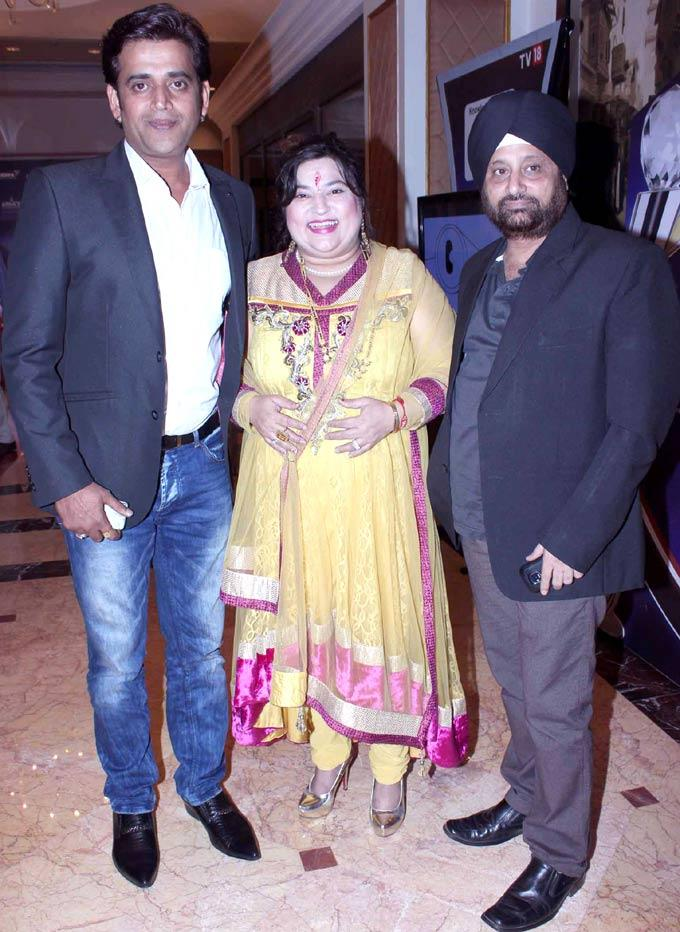 Ravi And Dolly With A Friend Clicked At IBN7 Super Idols Award Ceremony