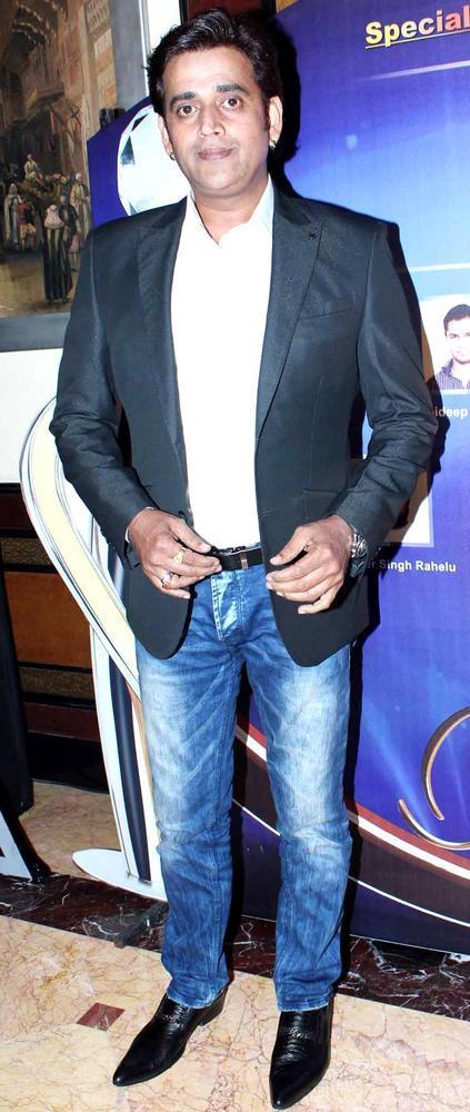 Ravi Kishan Spotted At IBN7 Super Idols Award Ceremony