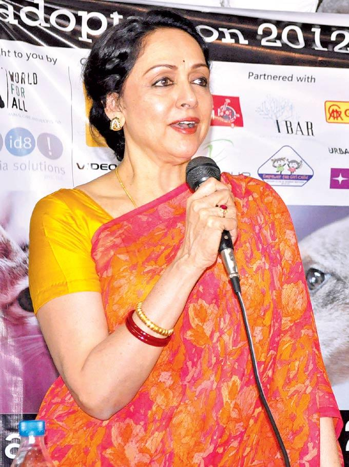 Hema Malini Speaks Out Photo Clicked In A Puppy Love Event