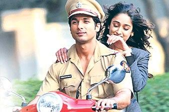 Shahid On A Scooter With Ileana On The Sets Of Phata Poster Nikla Hero