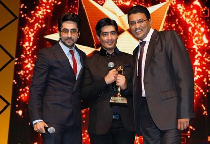 Ayushmann And Manish With Amit Smiling Still At The Masala Awards 2012