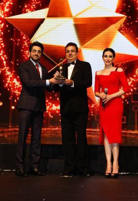 Ayushmann,Karisma And Ajay Photo Clicked On Stage At The Masala Awards 2012
