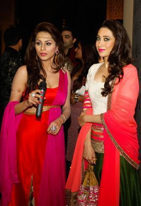 Karisma And Mahima Nice Look Photo At The Masala Awards 2012