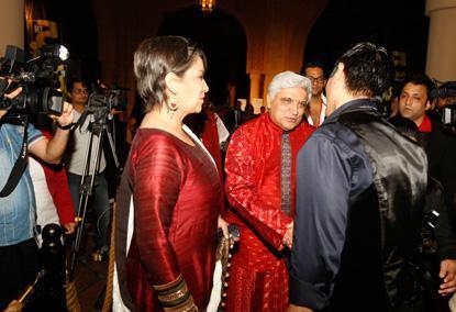 Shabana With Hubby Javed At The Masala Awards 2012
