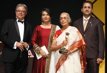 Shabana,Ajay,Dr Zulekha And Yogesh Snapped At The Masala Awards 2012