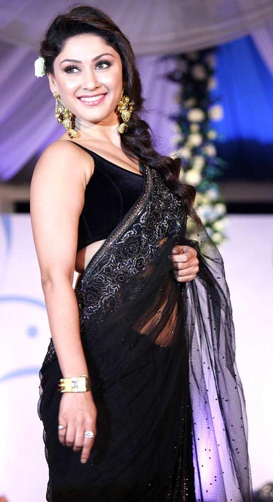 Manjari Phadnis Glamour Look In Saree At Global Peace Fashion Show
