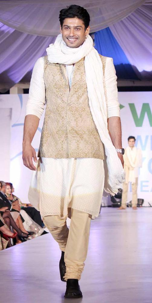 Smiling Siddharth Shukla Walks On A Ramp At Global Peace Fashion Show