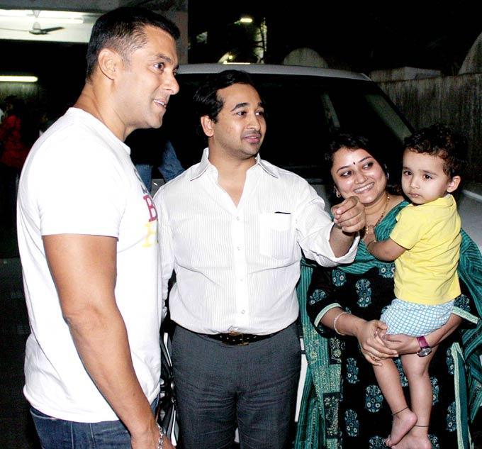 Salman Khan Spotted At Dabangg 2 Screening