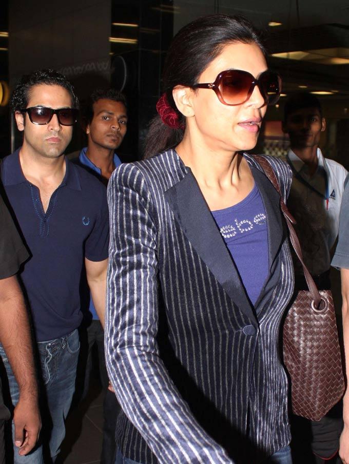 Sushmita Sen Spotted At Airport For Attend Dabangg 2 Screening