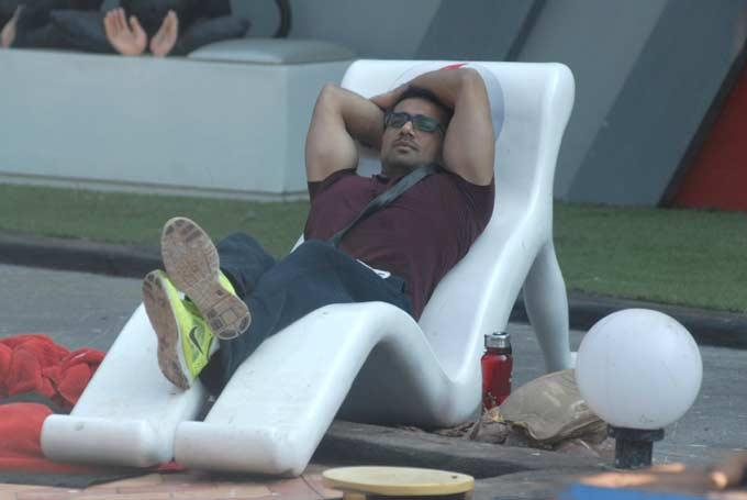 Vishal Karwal Sleeping Photo On Day 51 In Bigg Boss 6