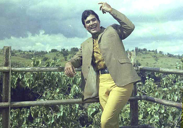 Rajesh Khanna In His Usual Style Photo Clicked